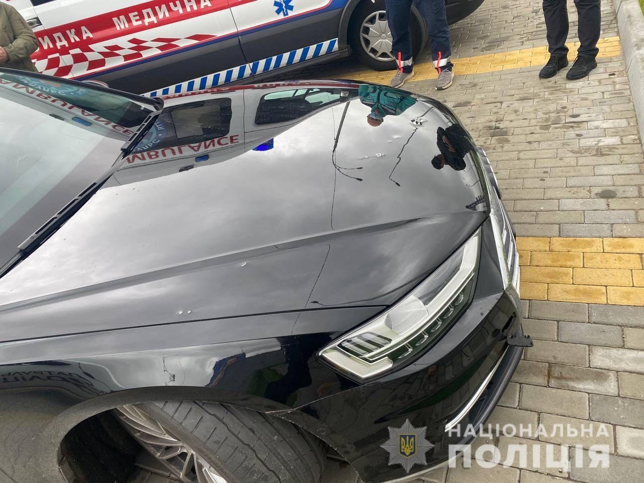 Появились фото и видео обстрелянного авто Шефира: новые подробности покушения