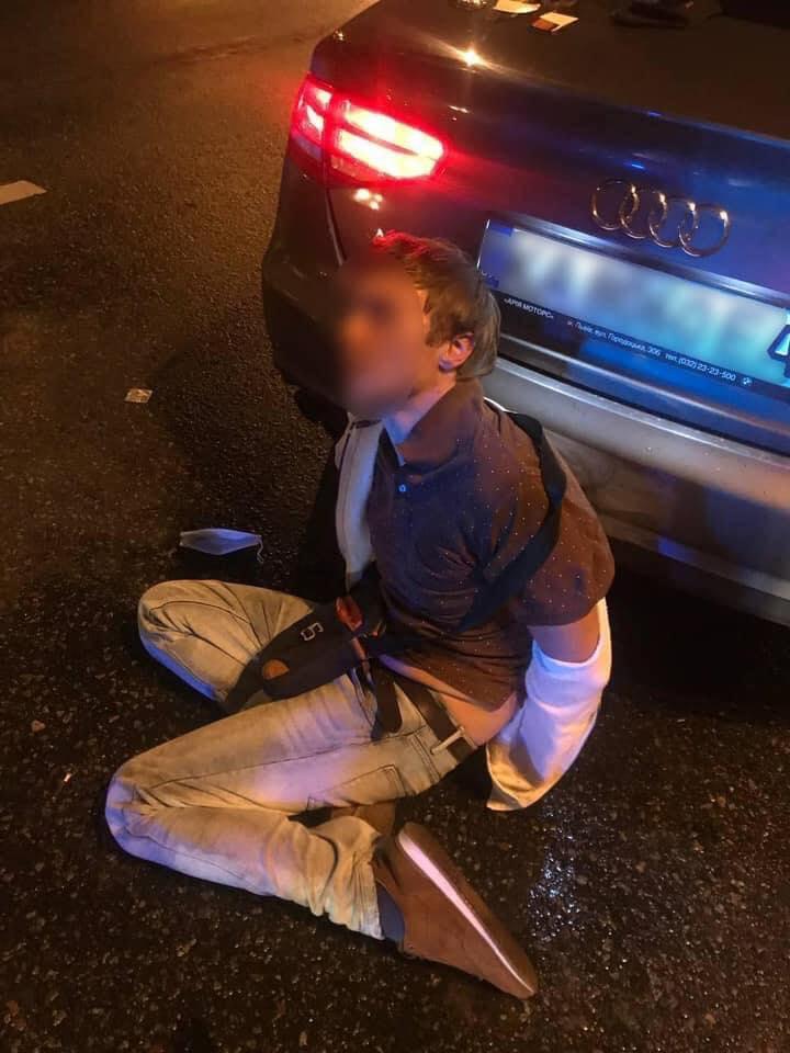 """Під Києвом """"мажор"""" влаштував перегони зі стріляниною по поліції: випустив 8 куль"""