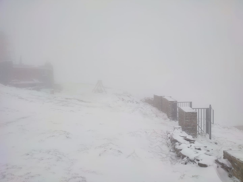 В Карпаты пришла настоящая зима: ударил мороз и засыпало снегом