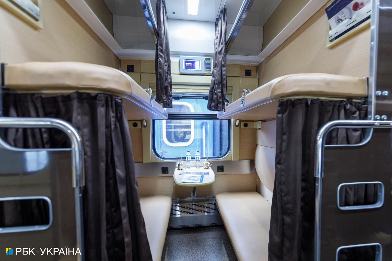 Укрзалізниця показала модернізований плацкартний вагон (відео)