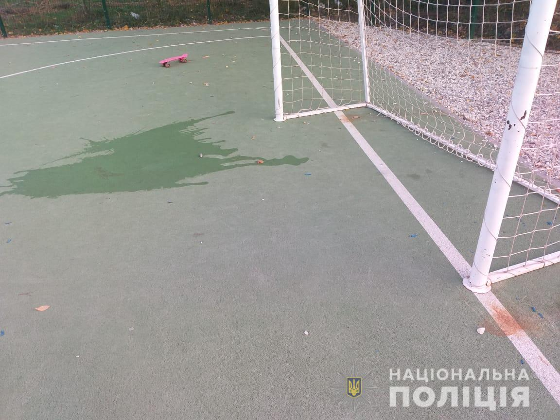 В Харькове 6-летний мальчик попал в реанимацию из-за падения ворот на школьном стадионе