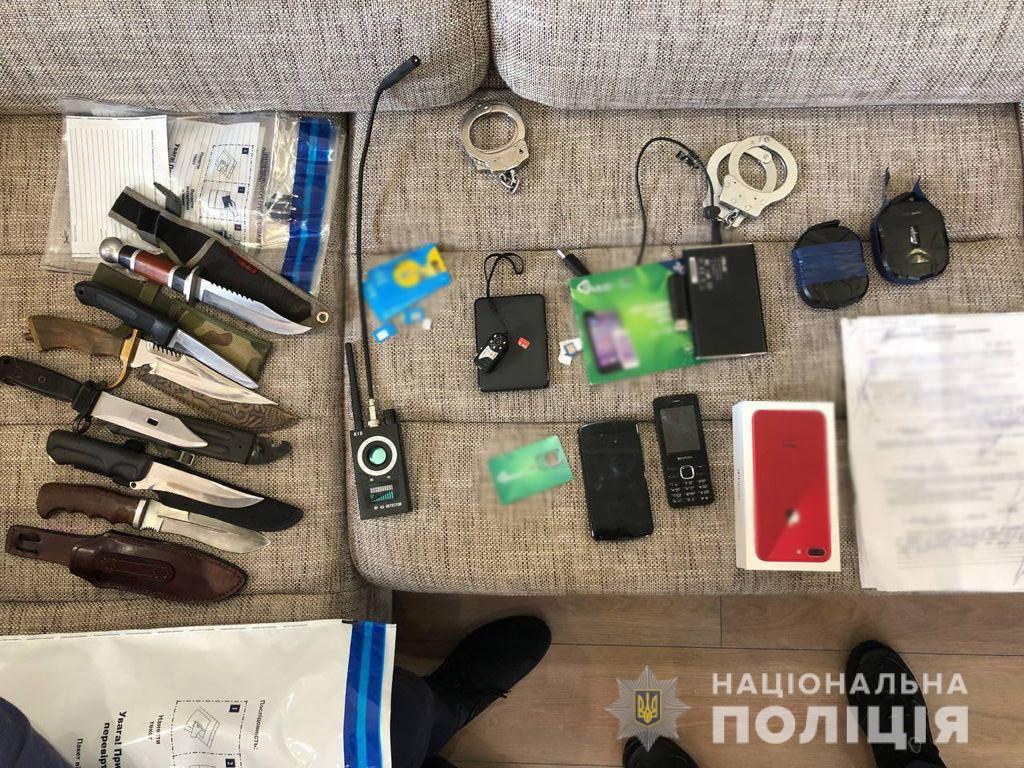 """В Киеве полицейские похитили мужчину, чтобы """"заработать"""" 10 тысяч долларов (фото)"""
