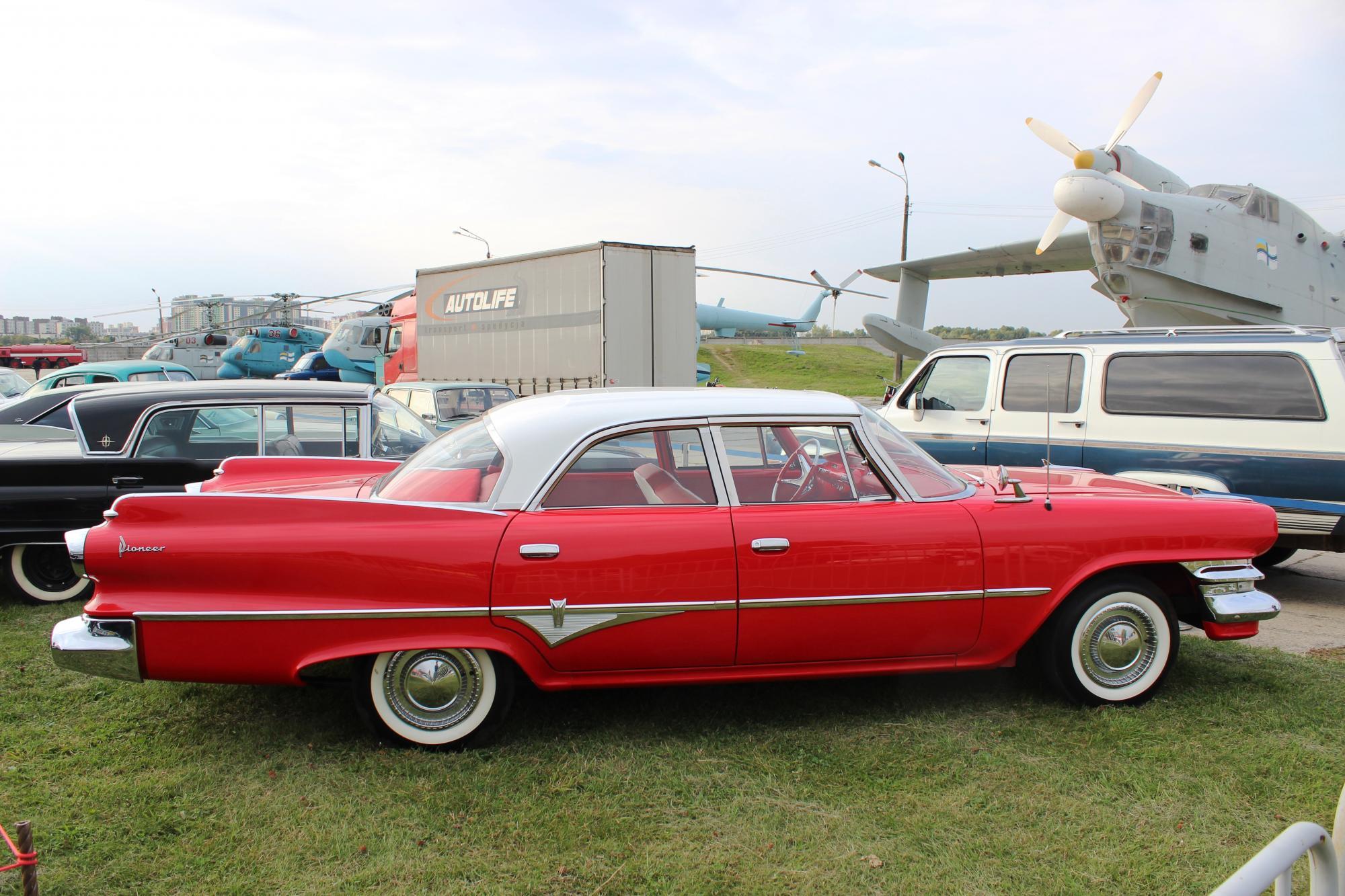 Величие Америки: самые красивые классические авто из США на осеннем фестивале OldCarLand в Киеве