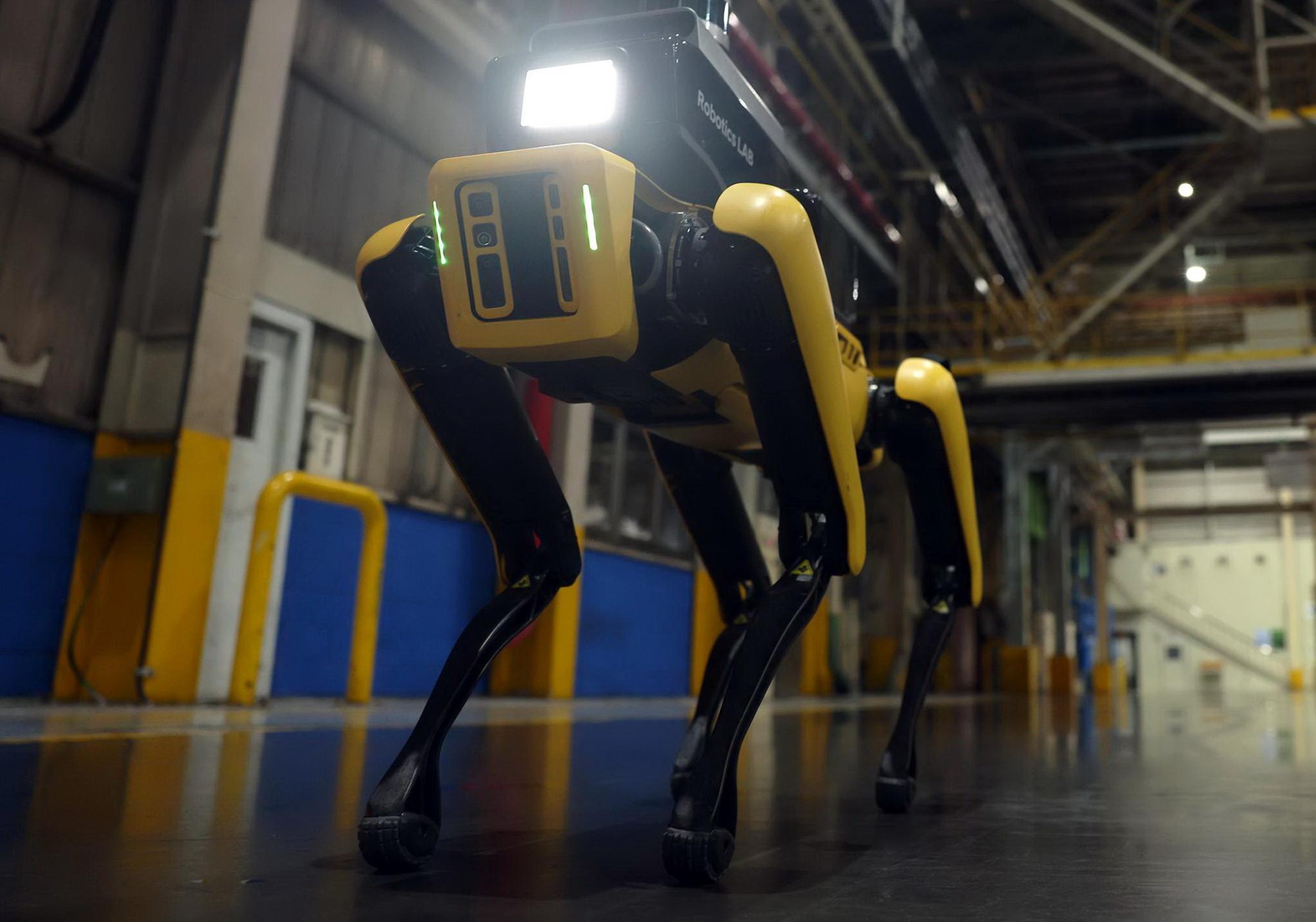 Человек не нужен: роботы Hyundai Boston Dynamics приступили к охране заводов и работе в страховых компаниях
