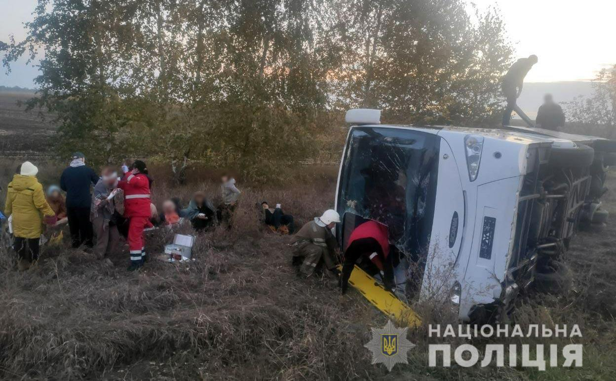 У Полтавській області перевернувся пасажирський автобус. Постраждали 11 людей