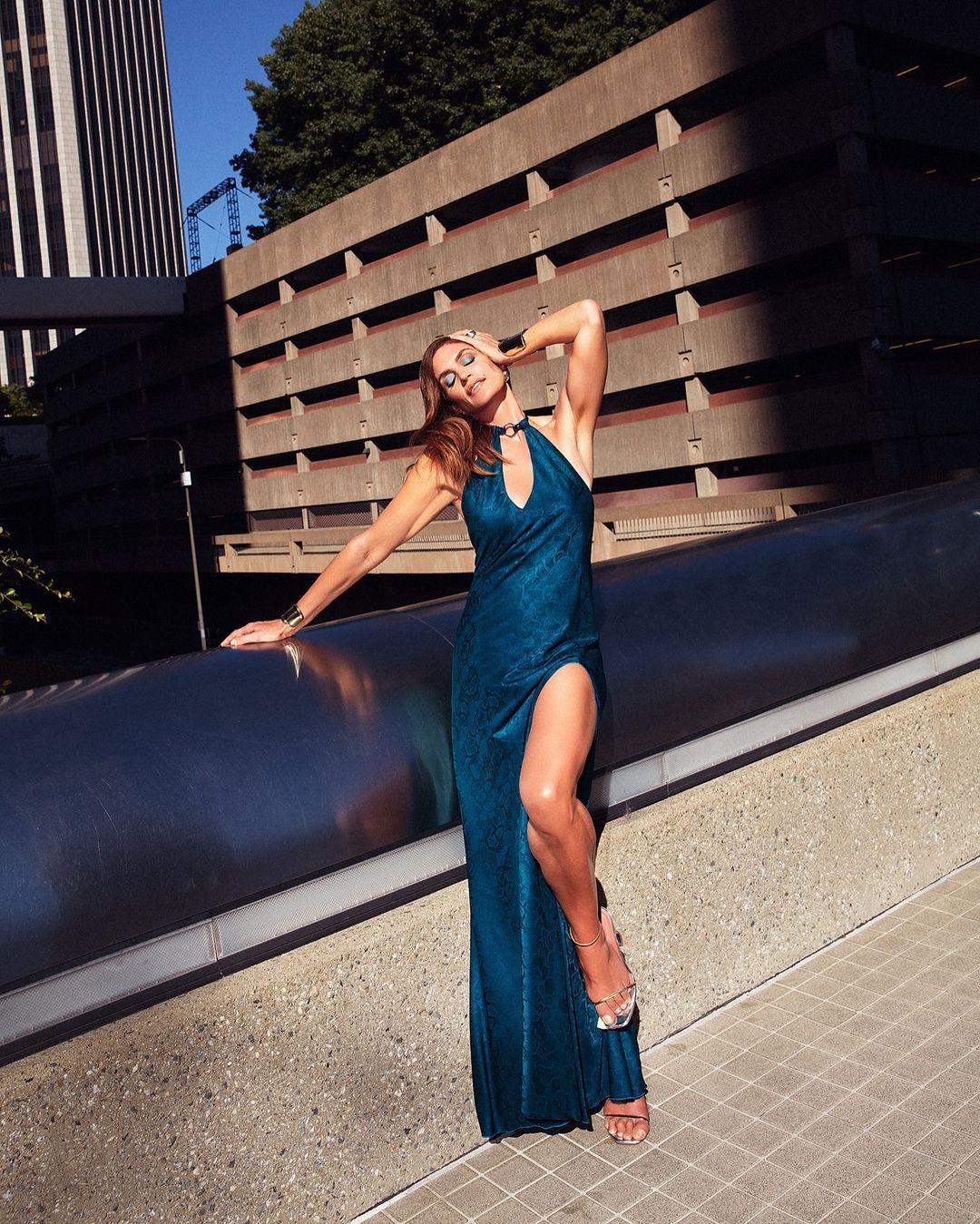 Королева краси: 55-річна Сінді Кроуфорд у спокусливій сукні захопила фігурою