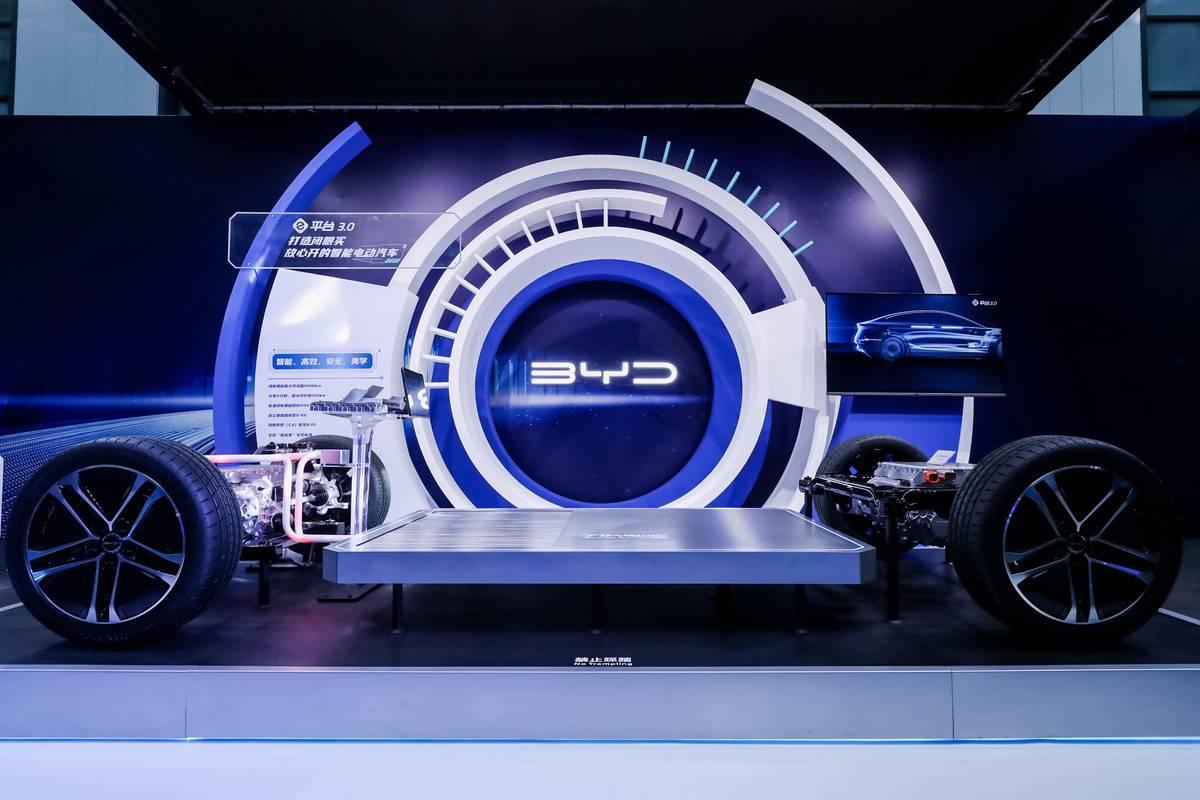 BYD показал обтекаемый электромобиль Ocean-X с запасом хода 1000 км