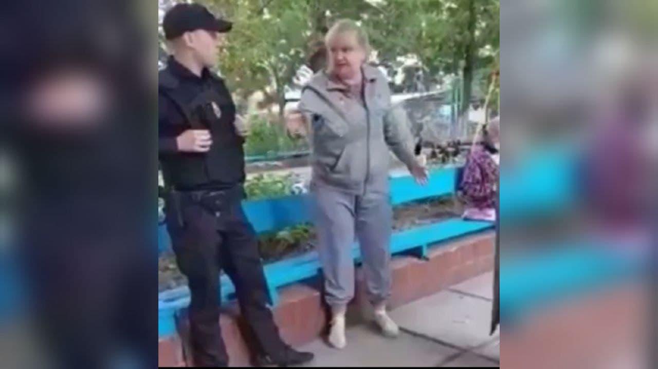 У Дніпрі пенсіонерка напала на 7-річну дитину у дворі: била в живіт і царапала