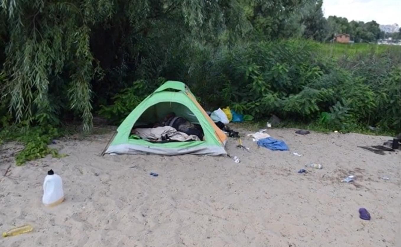 В Киеве жестоко убили 37-летнюю заробитчанку, которая жила в палатке на пляже