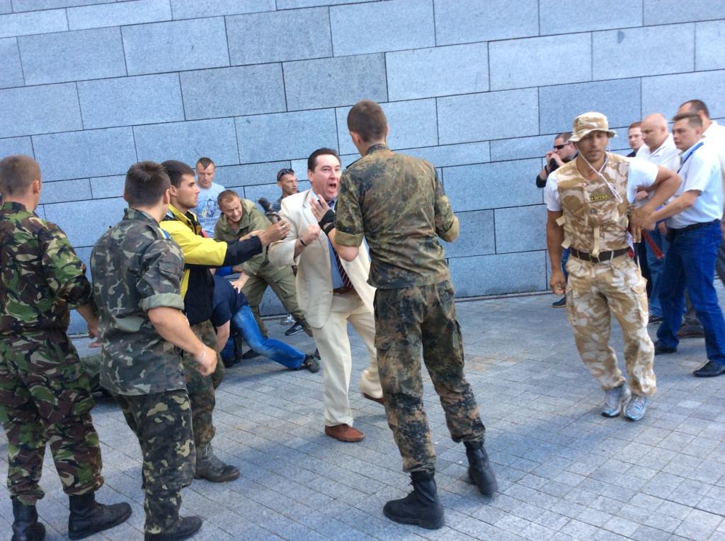 В Киеве произошли столкновения между самообороной Майдана и милицией возле Съезда судей