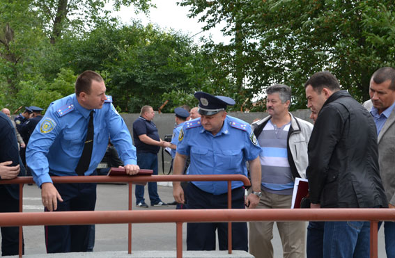 Взрыв во Львове: на растяжке подорвался милиционер - взрыв, Львов, милиция, МВД, ранен, фото | РБК Украина