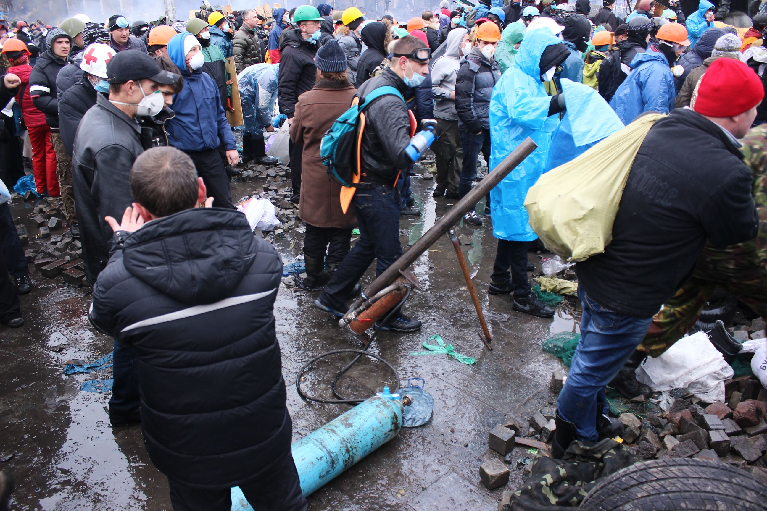 Активісти Євромайдану зробили повітряну гармату для стрільби по силовикам