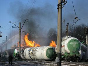 В Донецкой обл. из-за пожара цистерн с пропан-бутаном отселены 250 жителей с. Ленино (обновляется)