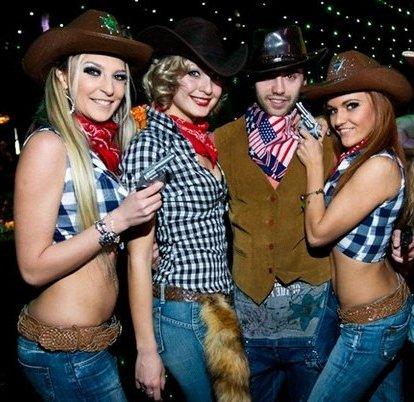 Секс с девушкой в ковбойской одежде порно кира