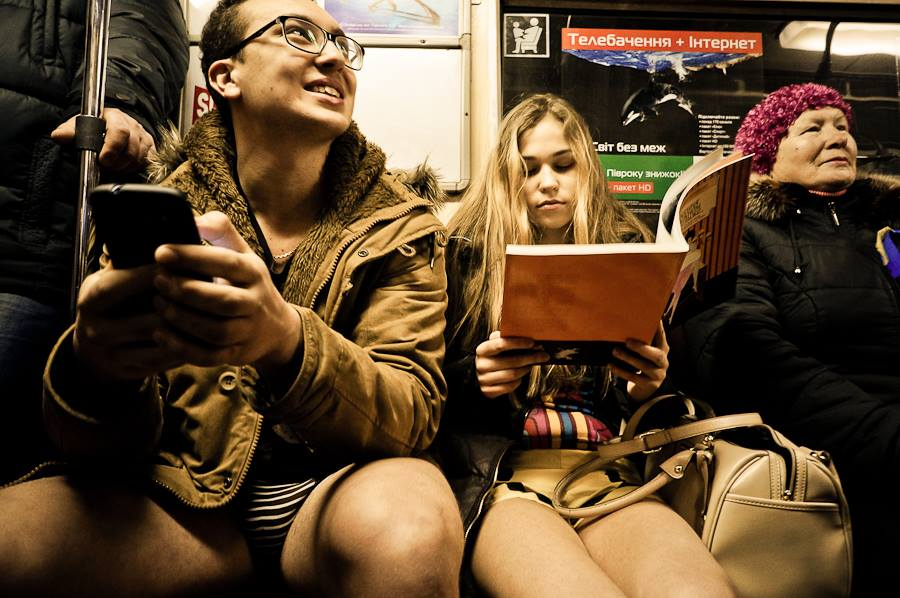 В киевском метро впервые состоялся флеш-моб «Поездка без штанов»