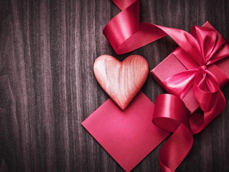 Подарунки на 14 лютого для дівчини