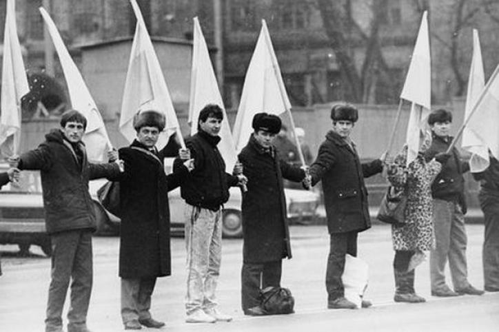 Живий ланцюг у День соборності України у 1990 році