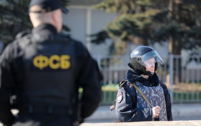 Оккупанты стягивают ОМОН иРосгвардию ккрымским татарам: Есть раненые