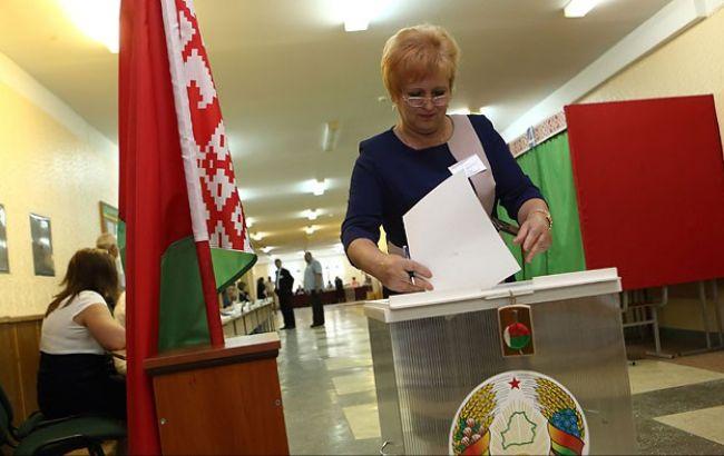 Фото: момент голосування на виборах у Білорусі
