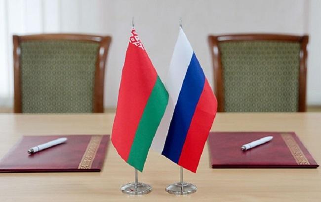 Фото: прапори Білорусі і Росії