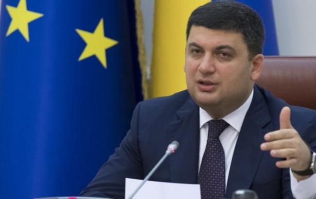 В.Гройсман обсудил вопросы выполнения Минских договоренностей спредседателем Сената Франции