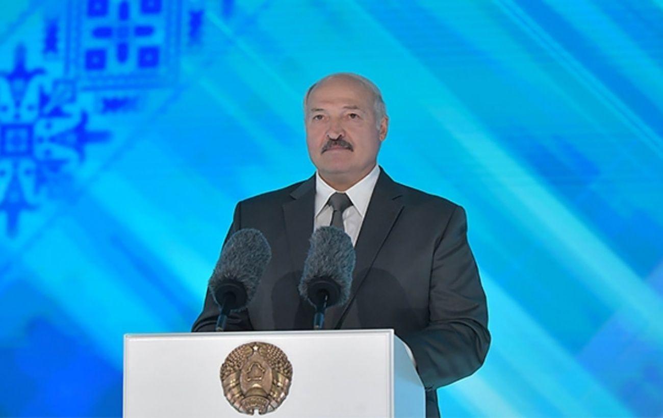 """Лукашенко заявил о получении письма от Путина относительно """"вагнеровцев"""""""
