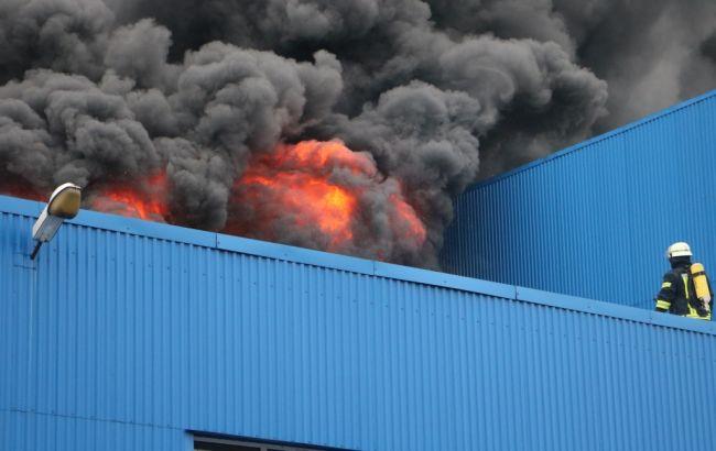 Пожежу на складах у Києві локалізовано