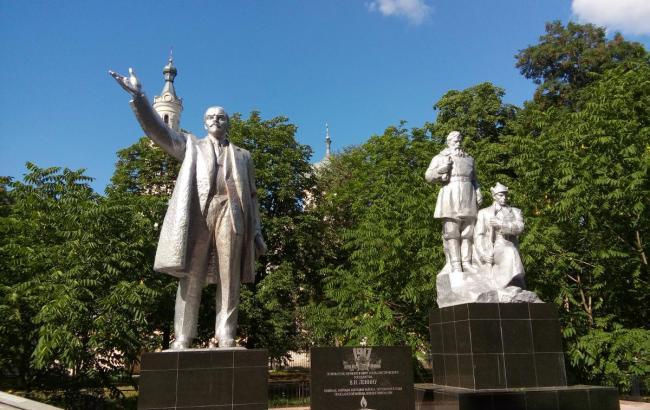 В Черниговской обл. отреставрировали и установили памятник Ленину