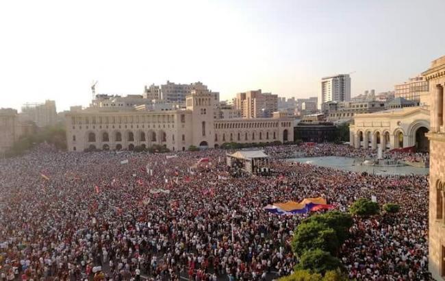 В Ереване десятки тысяч людей вышли на митинг по случаю 100 дней правительства Пашиняна
