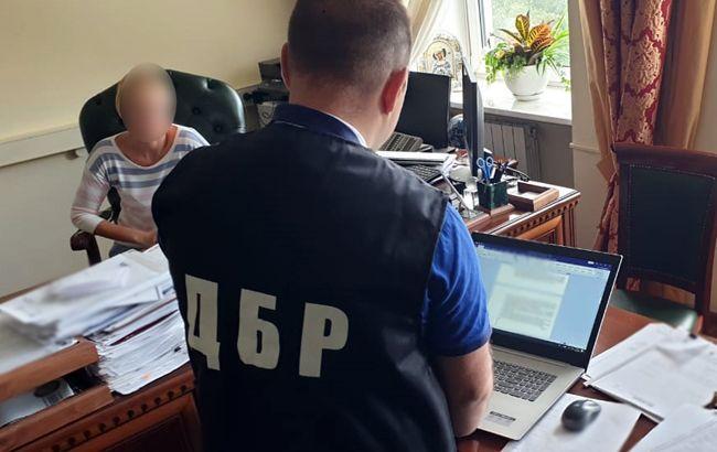 У ДБР розповіли подробиці обшуків у Фіскальній службі
