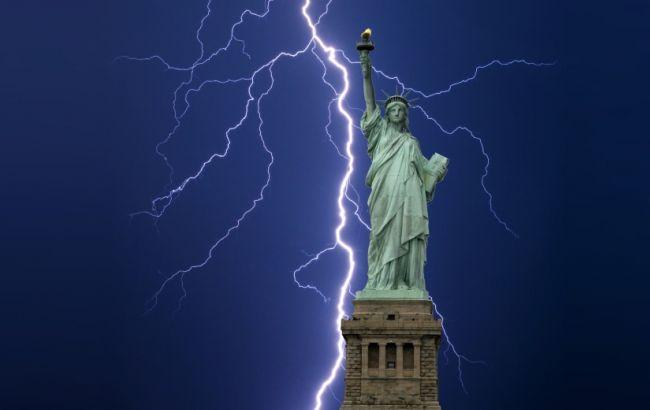 ВНью-Йорке молния ударила встатую Свободы