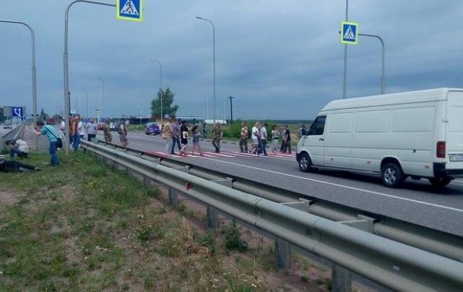 Фото: участники АТО перекрыли трассу Киев-Чоп