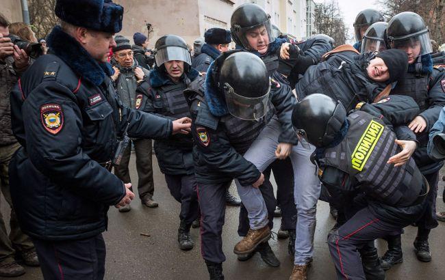 В столицеРФ задержаны неменее 500 участников несанкционированной акции