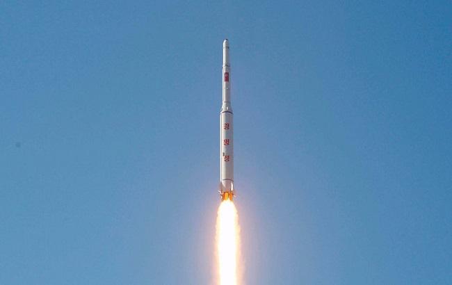 Фото: в КНДР запускают баллистические ракеты