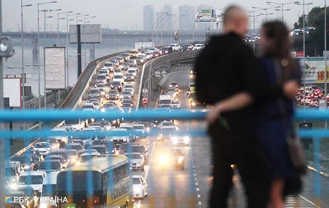У Києві утворилися затори на дорогах