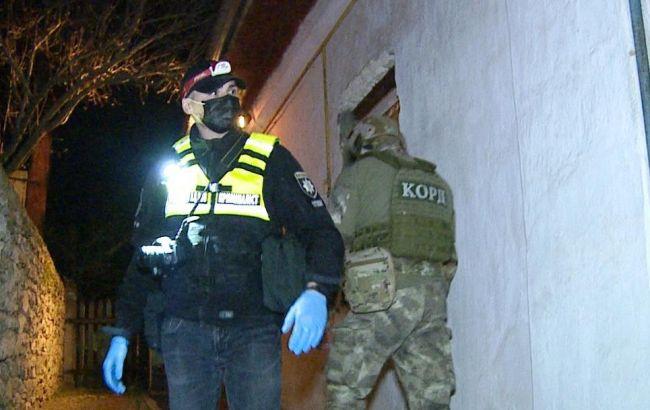 В Винницкой области мужчина устроил стрельбу и ранил четырех спецназовцев