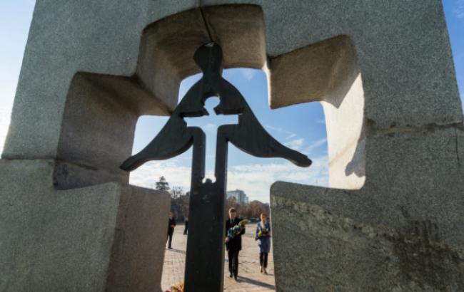 Голодомор считают геноцидом три четверти украинцев, - Порошенко