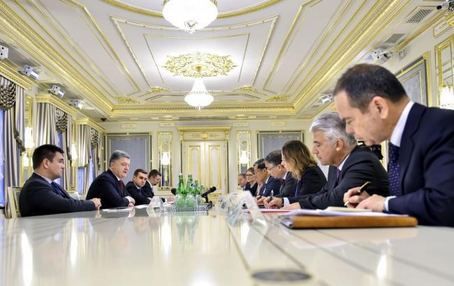 Фото: Петр Порошенко встретился с послами стран G7