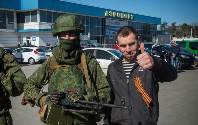 Фото: Російські військові у Криму (protestactions.info)