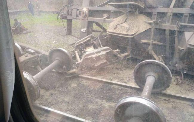 Фото: последствия аварии поезда под Мариуполем