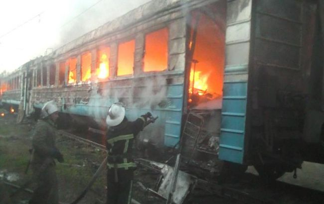 У Харкові сталася пожежа в моторвагонному депо, згоріло кілька вагонів