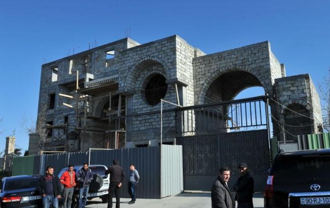 Фото: в Баку обрушилось здание