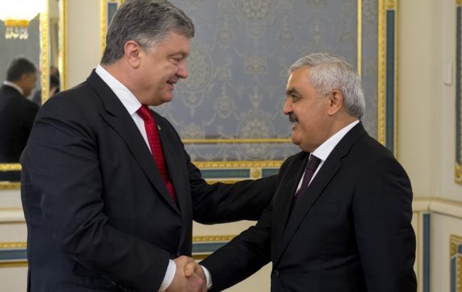 Фото: Петр Порошенко и Ровнаг Абдуллаев (president.gov.ua)