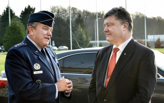 Фото: Петр Порошенко и главнокомандующий НАТО в Европе Филип Бридлав