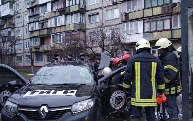 В Киеве авто въехало в остановку, есть жертва
