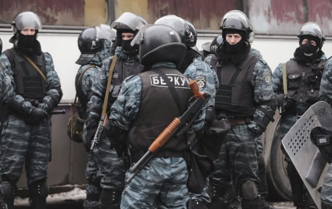"""Фото: Нацполіція відсторонила від служби 13 """"беркутівців"""""""