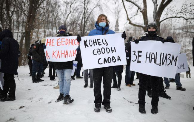 """В Киеве протестуют под """"Парковым"""", где проходит форум """"Украина 30"""""""