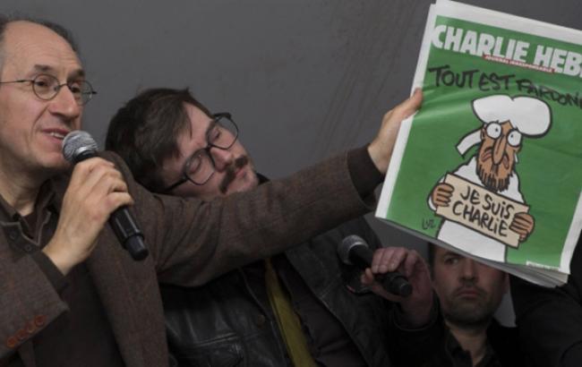 Первый после парижского теракта номер сатирического журнала Charlie Hebdo поступил в продажу