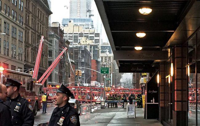 Фото: в Нью-Йорке в результате падения крана погиб человек
