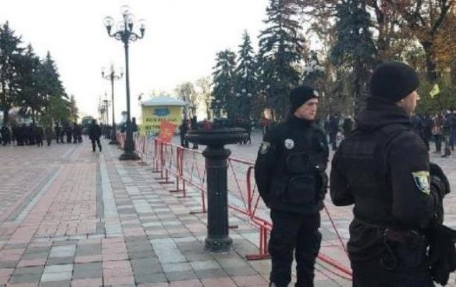 """У Києві посилили охорону порядку через акції власників """"євроблях"""""""